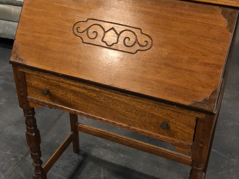 1 DRAWER SMALL WOOD SECRETARY DESK