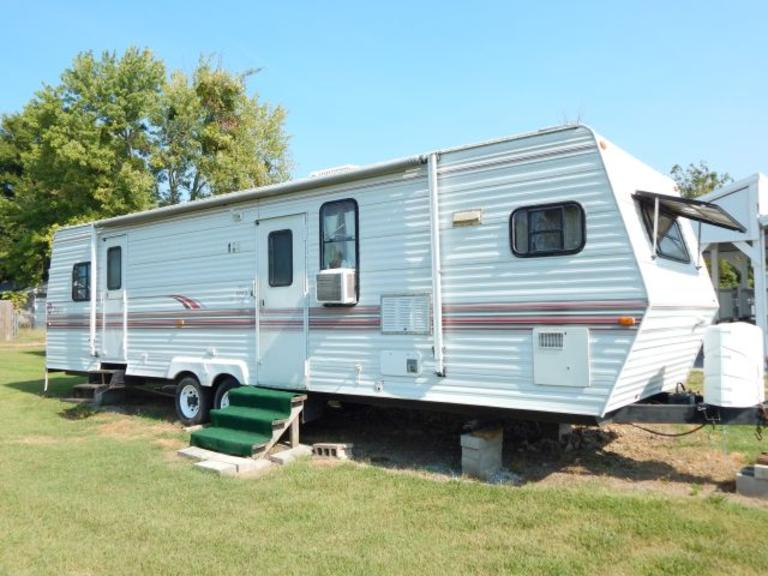 1995 +/-31 Ft. Jayco Scout Camper with +/-13 Ft. Slide-out